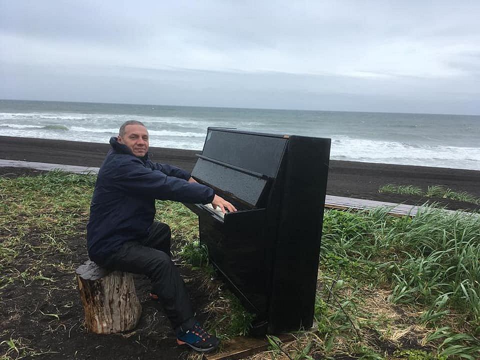 Пианино на берегу Тихого океана