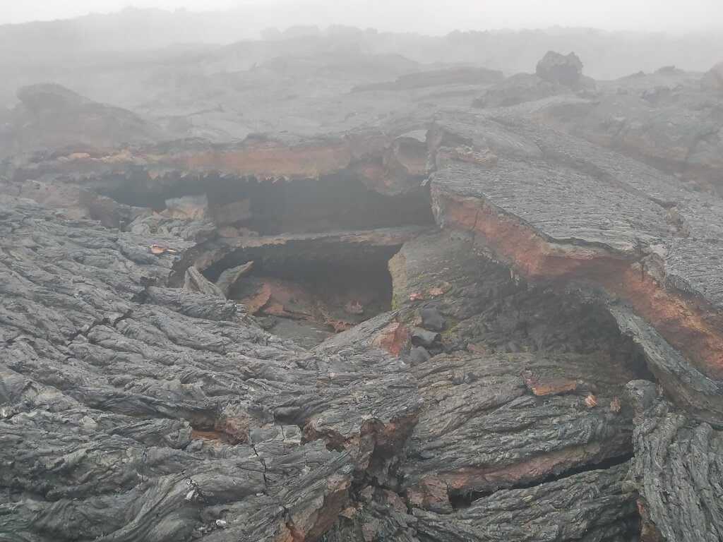 Так образуются лавовые пещеры